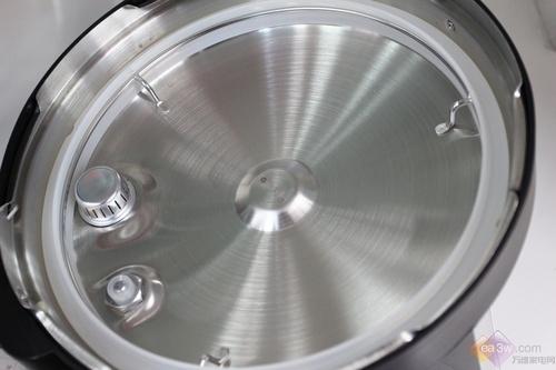 九阳电压力锅60yl1设计了易清洗结构,对于锅体和锅盖在烹饪后沾染