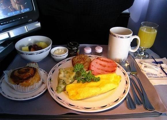看看飞机头等舱吃什么
