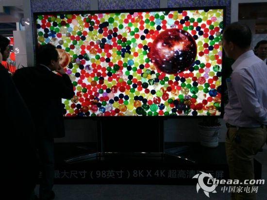 京东方98寸8K显示屏引围观者啧啧称奇