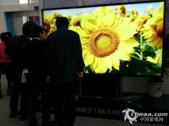 京东方98寸8K显示屏引围观者啧啧称奇1