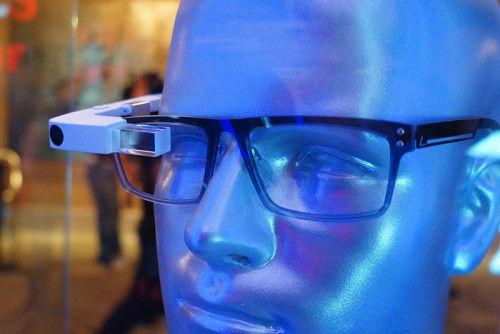联想发布智能眼镜:可让平面图片立体化