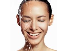 喝水方式不当极易伤肾 勿让美丽大打折扣