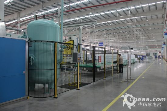 TCL冰箱生产线