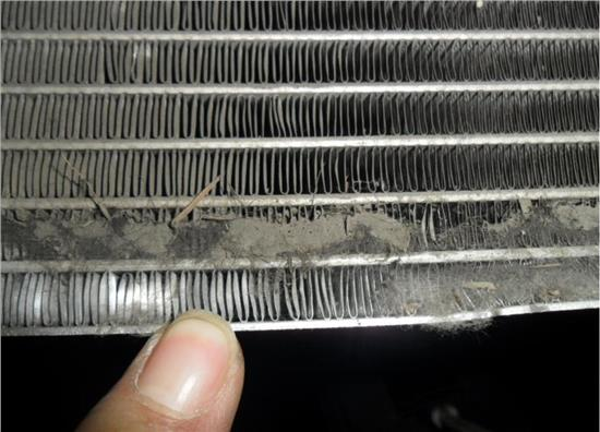 清洗空调的滤网,室内外机等
