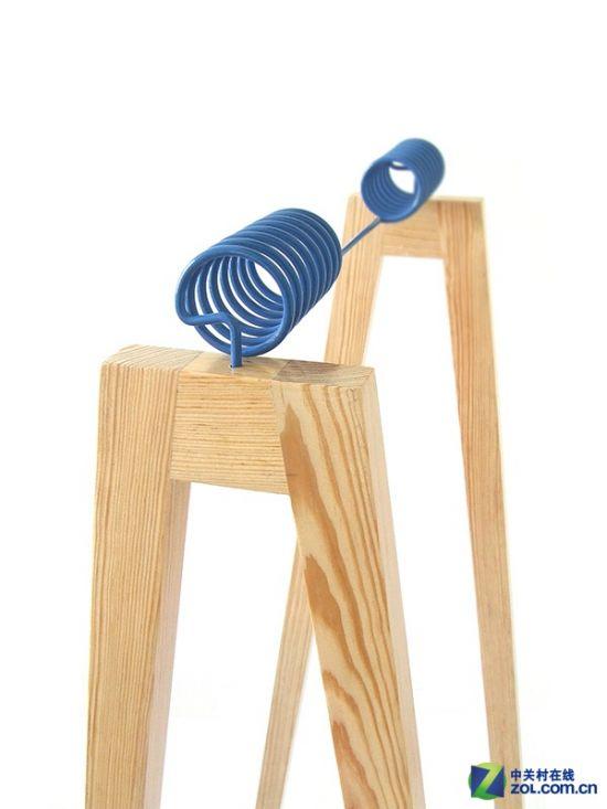 这款晾衣架采用了木质结构制造