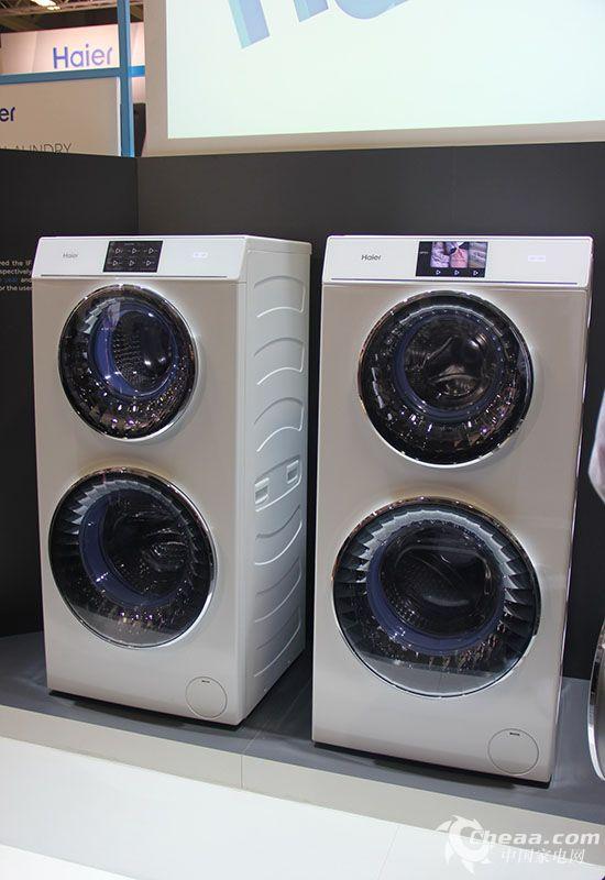"""作为国际大牌的海尔,此次不但会携全线新品亮相此次的2015IFA,还会带来众多新品。其中,洗衣机产品将会主打智能,将智能做到深入与一体化,让智能家电不仅是停留在智能应用的表面,而是将智能深深的植入产品。   据悉,一款参展的洗衣机为""""四智一专""""产品。其分别为:智能驱动马达、智能计量、智能检测、智能双喷及专家用户界面。   该机搭载了避免衣物在洗涤过程中受到二次污染的双喷淋自洁净技术,内喷淋可清洗窗垫沟槽里的泡沫,可避免窗垫藏住细菌,长霉发黑,外喷淋可清洗观察窗和窗垫外残留的泡沫"""