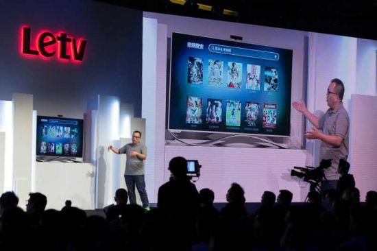 9月24日消息,乐视TV今日在香港发布了第三代超级电视新品,并正式宣布将乐视TV超级电视品牌更名为乐视超级电视。其中,极限旗舰超3 Max65,人民币定价为8499元,顶配旗舰超3X55 Pro,定价5499元;超3 X55,定价3699元;超3 X50 3499元;标准旗舰超3 X40,定价1699元;超3 X43,定价1899元。以BOM成本为2048元的超3 X40为例,裸机定价为1699元。   乐视致新总裁梁军在现场预测在智能电视领域,近年内将会出现一家厂商市场占额超过30的标志性事件,他