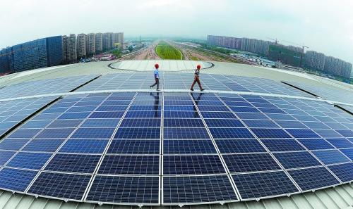 """中国光伏企业正加快转向""""智能制造"""""""