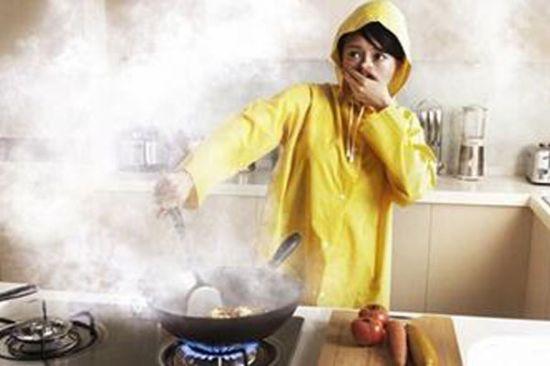 厨房经常油烟滚滚