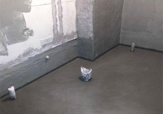 """5.保持下水通畅。卫生间中所有的下水管道,包括地漏、卫生洁具的下水管等,都要保持通畅。这样才能从根本上避免""""水淹七军""""惨剧的发生。   木材变形:保持含水率稳定最重要   目前,很多家庭都在装修中大量使用了木制品,如窗帘盒、暖气罩、固定家具、木线和门窗套等。但是一旦居室中温、湿度变化较大,有些木制品就会出现开裂、翘曲和变形等问题。其实,家庭装修很多的质量问题,都出在木制品的含水率上。   无论是实木材料还是人造板材,所有的木制品都含有一定的水分。很多消费者都认为木材越干燥越好"""