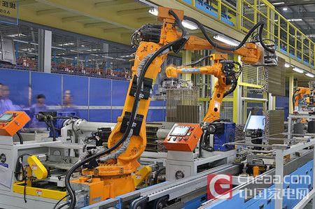 2美的空调智能工厂机器人正在作业_副本