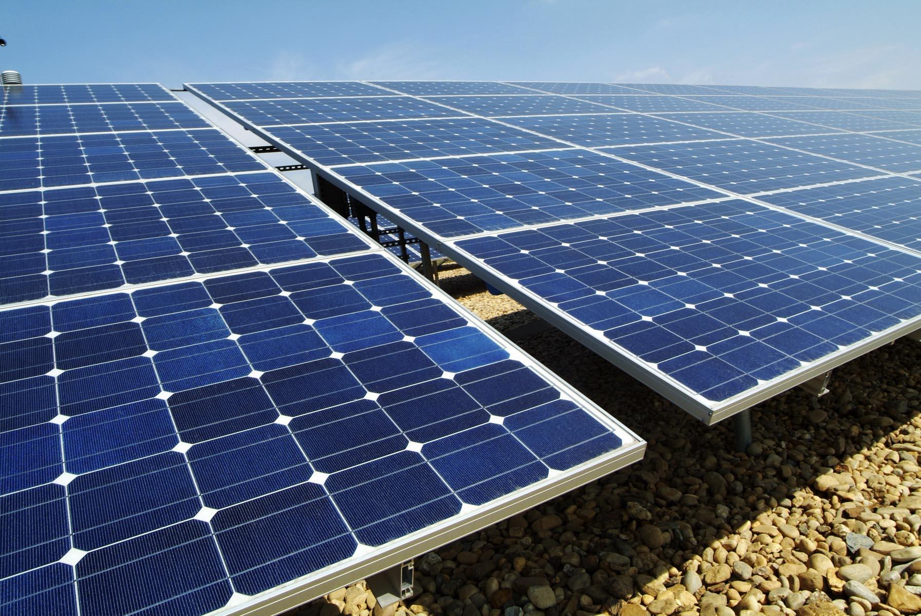 [安阳]:大棚用上太阳能电池板
