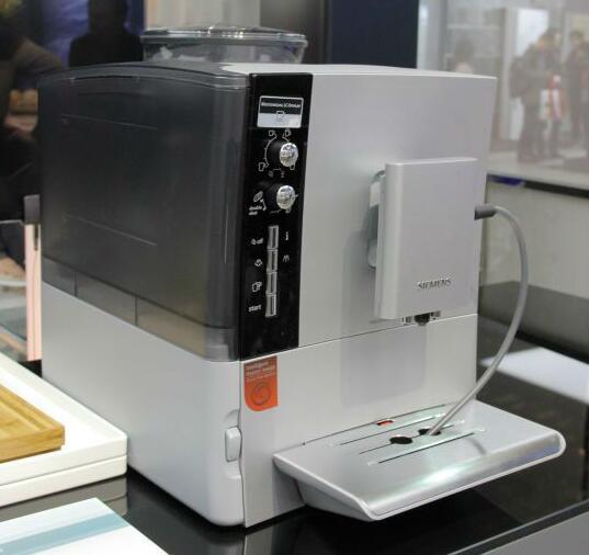 一键拉出漂亮花 西门子家电咖啡机高奢