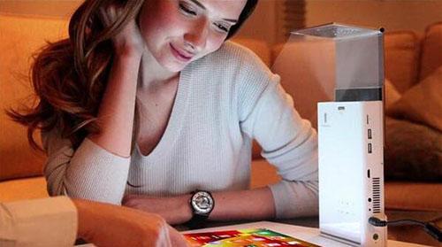 新款安卓便携投影仪 桌子就能当屏幕