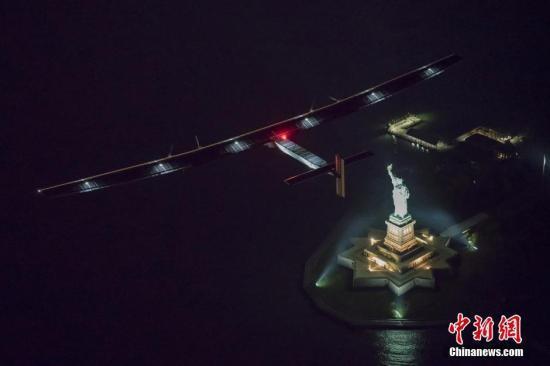 全球最大太阳能飞机启程飞越大西洋