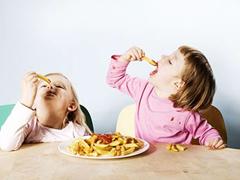 炎热暑期至 注意儿童的饮食卫生安全
