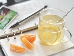 夏季容易热伤风?小事,多喝点热水加柠檬