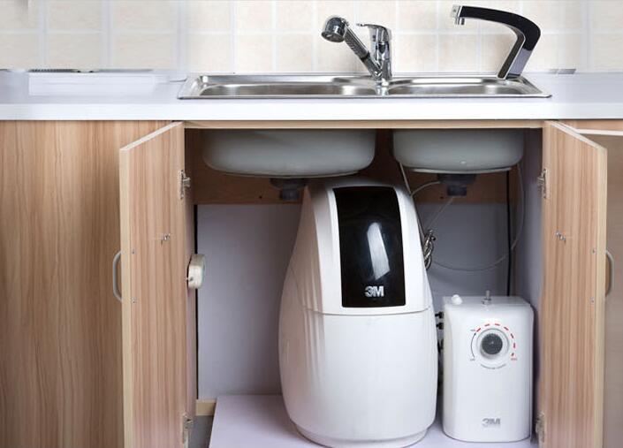 家里的水氯味太重 3M软水机可以帮你!