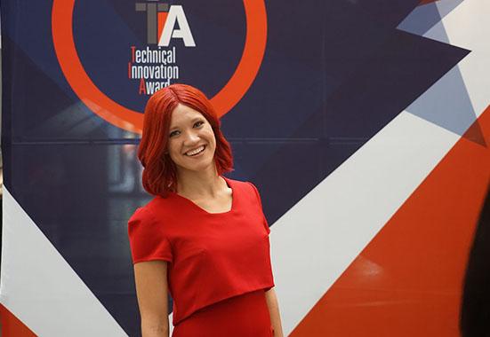 MISS IFA一身红装亮相IFA2016引关注