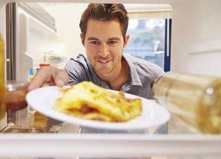 感觉被骗了 热饭菜真的不能放冰箱?