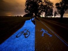 波兰太阳能自行车道 夜晚发出诡异蓝光