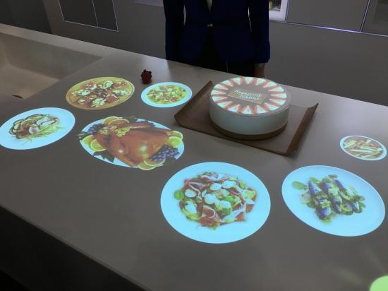 未來廚房智能提示制作蛋糕