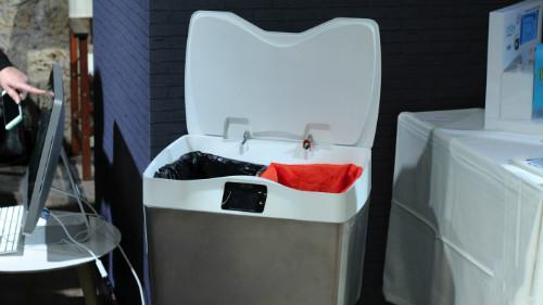 法国推智能分类垃圾桶