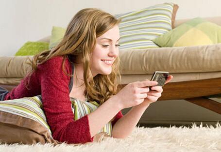 爱奇艺电视果3 手机精彩内容全用电视播