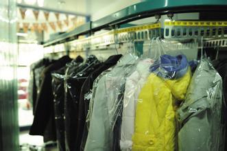 干洗后的衣服为什么不能够直接穿?