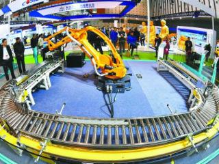 中国制造业危机愈演愈烈 如何转型智能制造