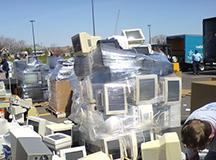 美电子垃圾回收黑幕:装集装箱偷运到中国