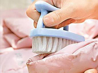 担心机洗危险 羽绒服手洗其实能很轻松