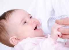 宝宝喝对水胜过营养品 高性能净水器推荐