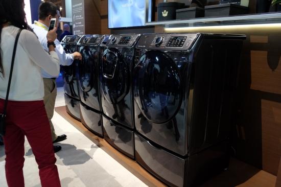 CES2017:三星黑科技洗衣机随洗随加衣物