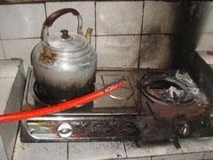 燃气灶上烤萝卜 发生爆燃好危险