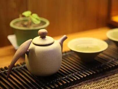 过年待客有门道 选个实用饮水机泡茶吧