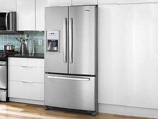 冰箱往橱柜里