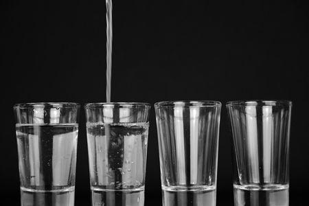 饮用水是否越纯越好?如何正确使用净水器?