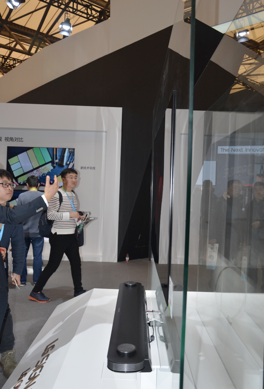 LG玺印OLED电视W7亮相AWE 面板厚度只有2.57mm