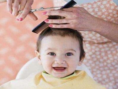 刀下留人!在家给宝宝剃头要注意这些事