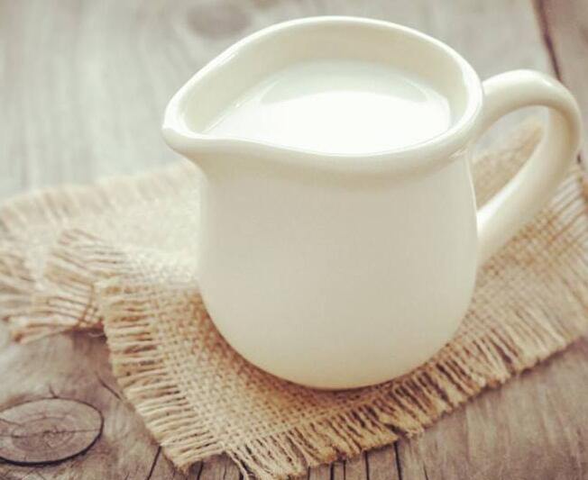掌握喝牛奶的黄金时间 让它事半功倍