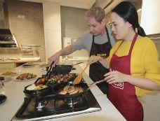 海尔5头灶让厨房时间并联每天赠送1小时