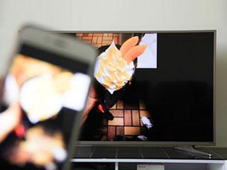 """大屏也能玩""""农药"""" 电视投屏还有这操作"""