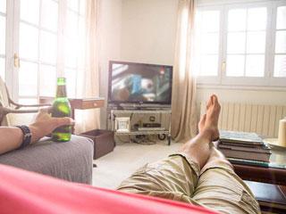 在家也能爽看大电影 宅家避暑就全靠TA