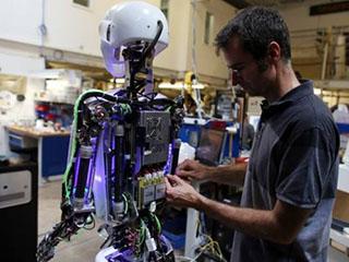 应对劳动力成本上升挑战机器人成投资新宠