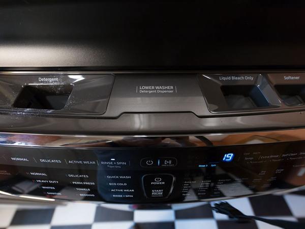 不怕衣物被洗坏 三星滚筒洗衣机上下都能用