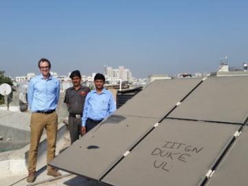 灰尘污染导致太阳能电池板发电效率降低25%