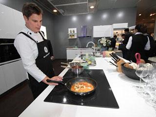 GE Appliances展示全球唯一食物控温四头电磁灶