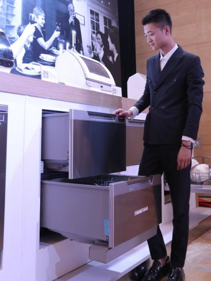 卡萨帝发布全球首台双抽屉洗碗机,洗护新体验