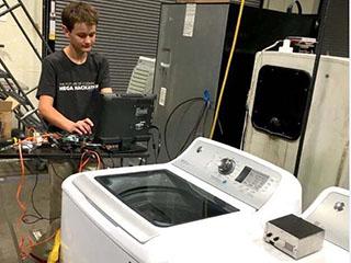 美国14岁少年发明新设备 可让洗衣机说话